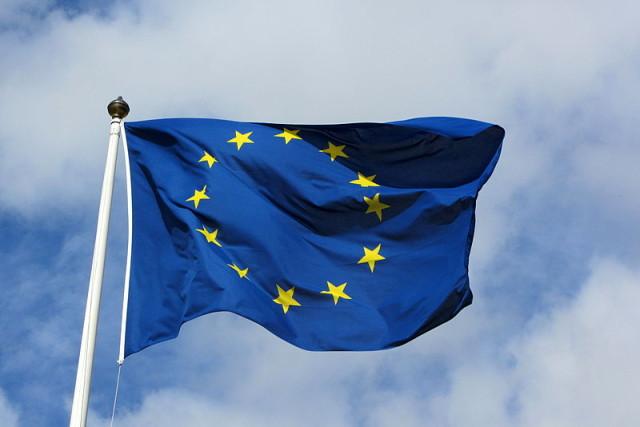 Flaga-Unii-Europejskiej.-Źródłowikimedia.org_