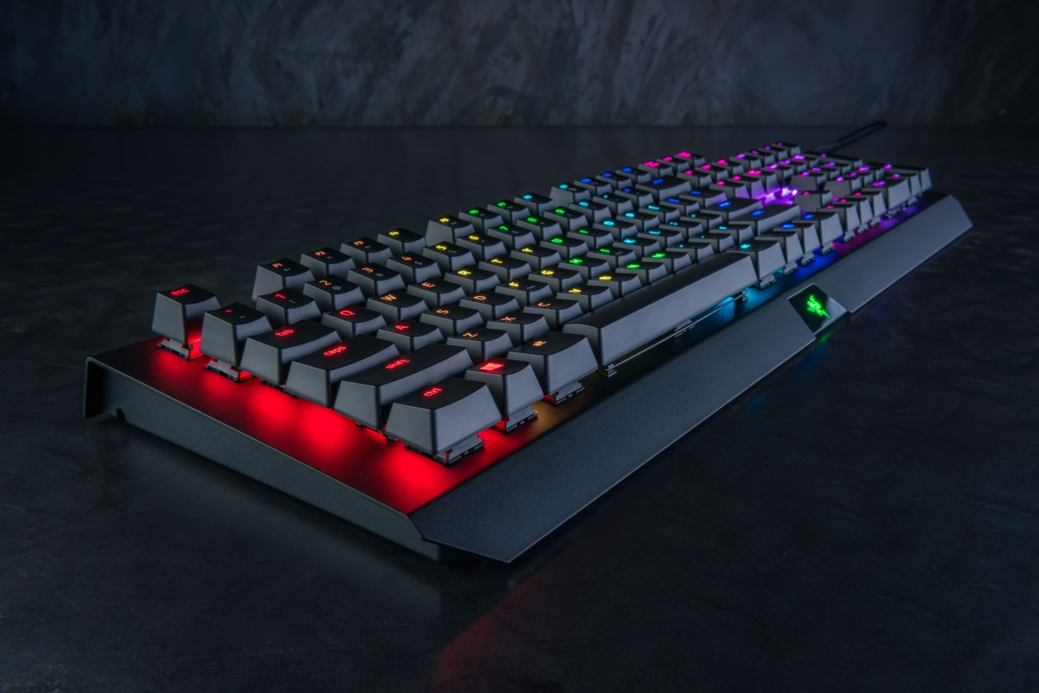razer-blackwidow-x-chroma-lifestyle-1
