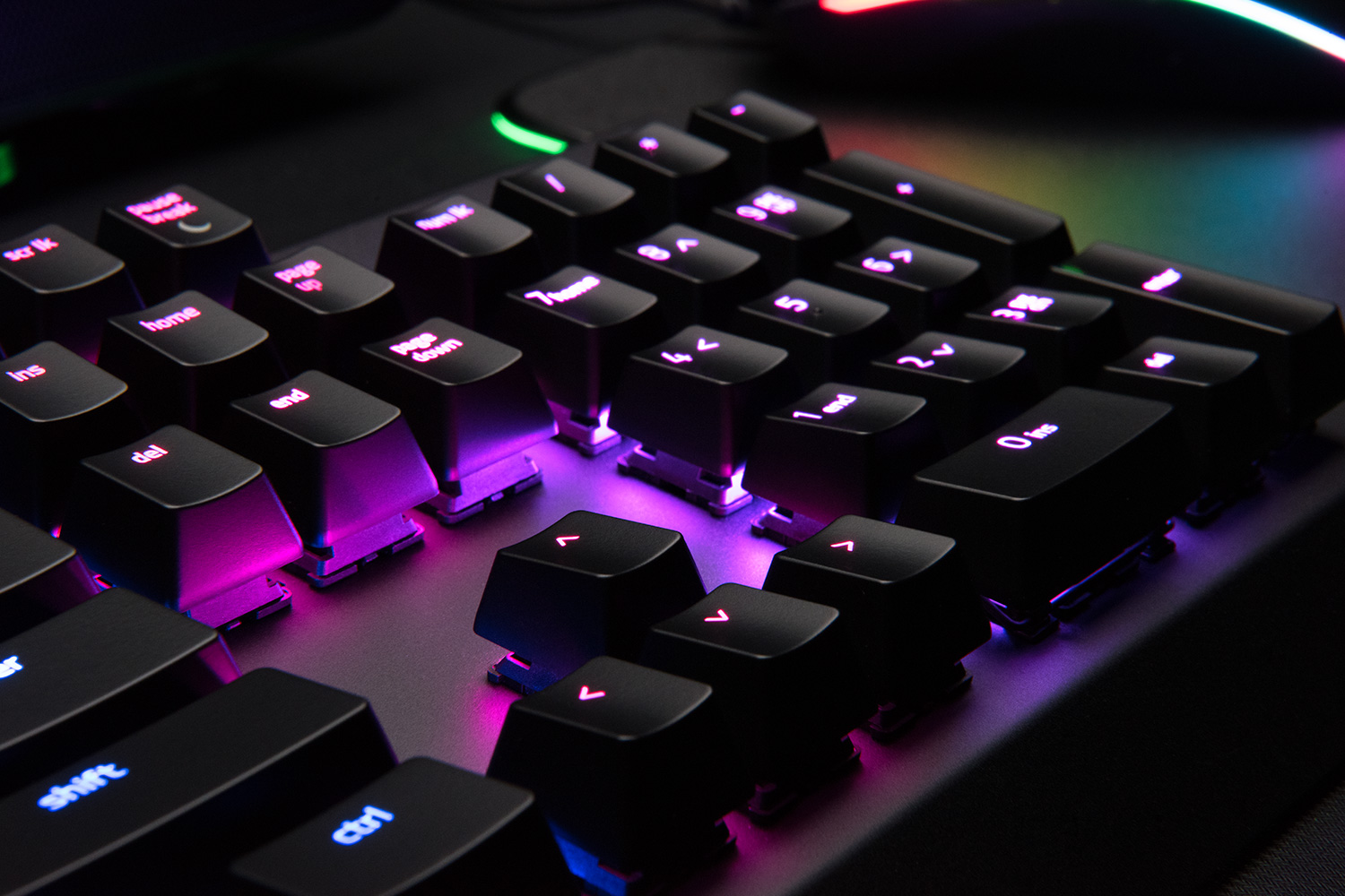 razer-blackwidow-x-chroma-lifestyle-4