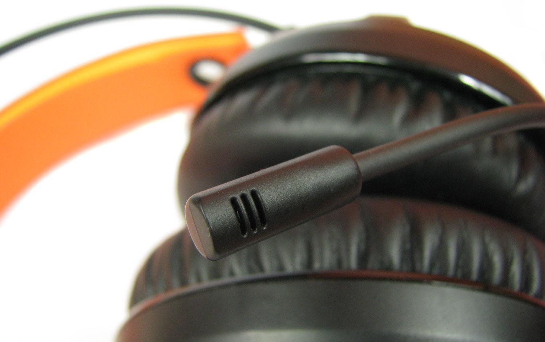 SteelSeries Siberia 350 - mikrofon prezentuje swoje wdzięki.