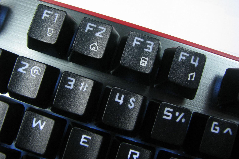 Natec Genesis RX85 i pierwsza partia klawiszy funkcyjnych.