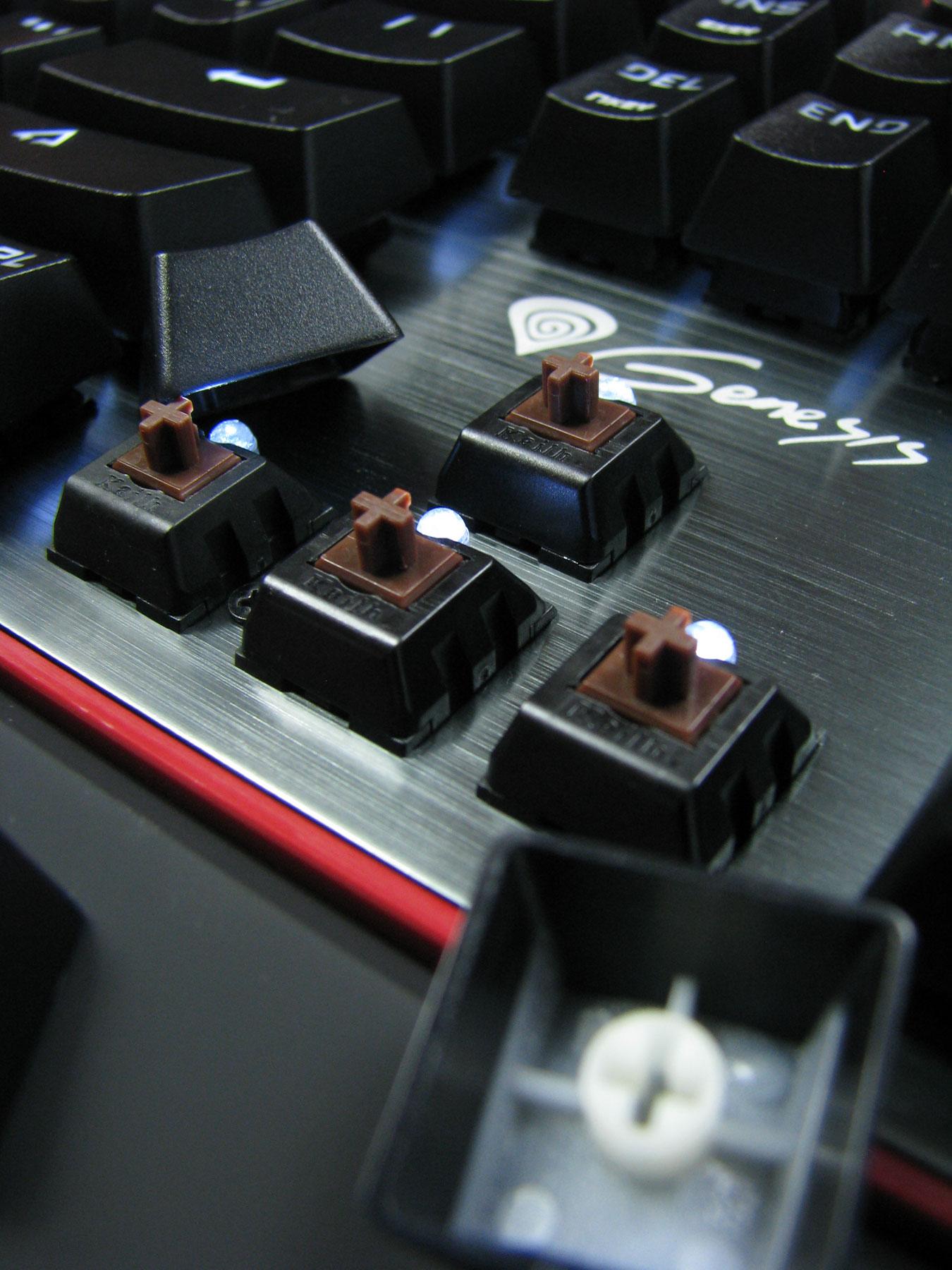 Natec Genesis RX85 skrywa pod kapslami przełączniki Kailh Brown.