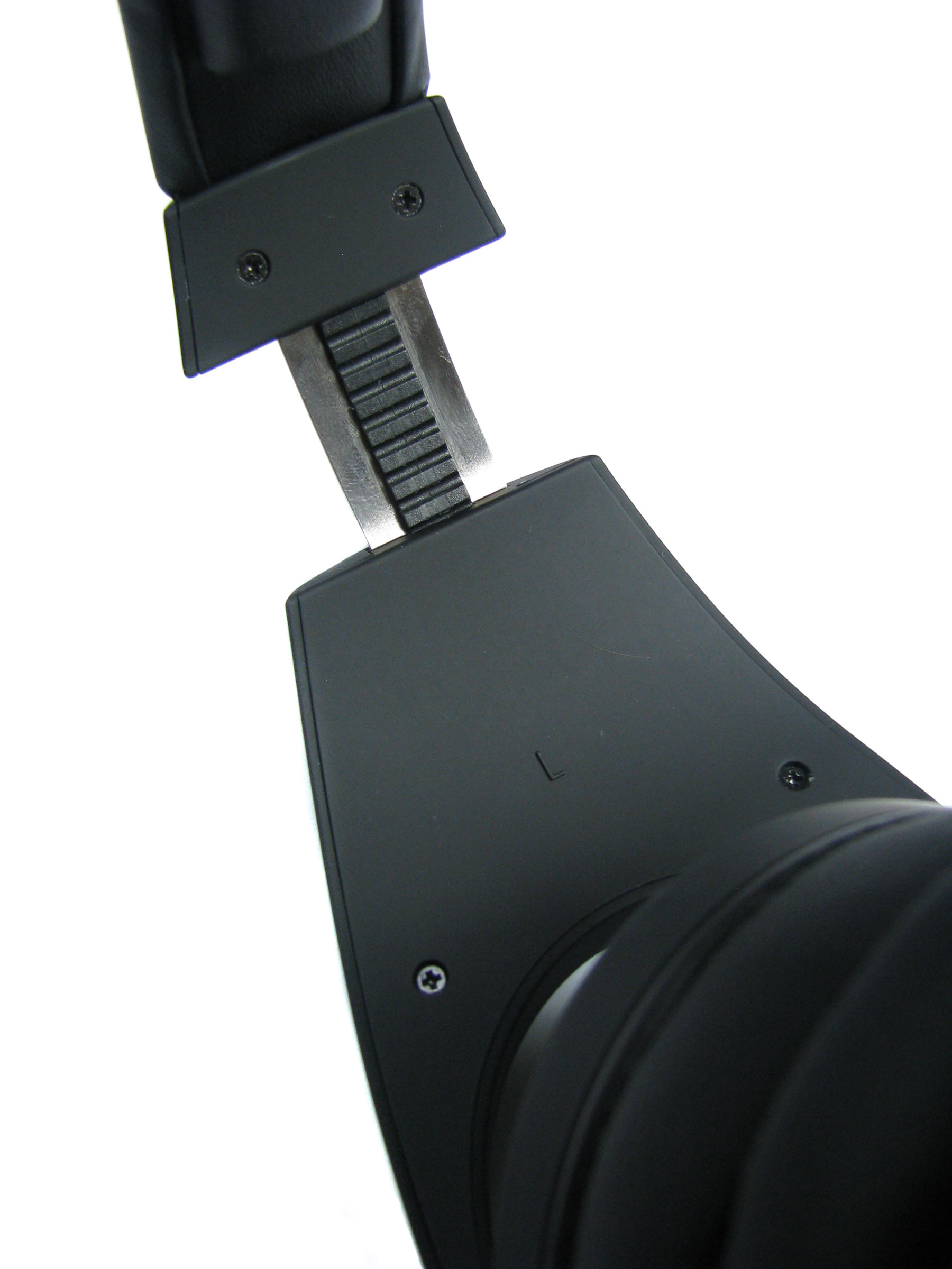 Regulacja wysokości słuchawek jest prosta i szybka.