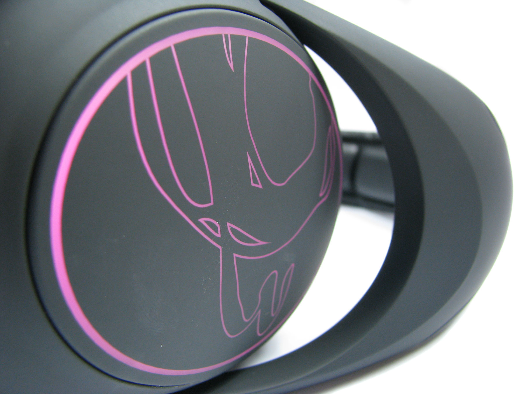 Słuchawki Ozone Ekho H80 RGB zdały egzamin niemal na piątkę.