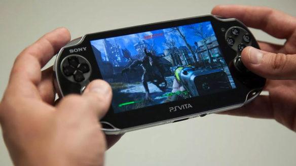 Konsola PS Vita w dłoniach gracza