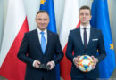Co robi Andrzej Duda z padem od PS4? Prezydent z ciekawym ogłoszeniem dla graczy