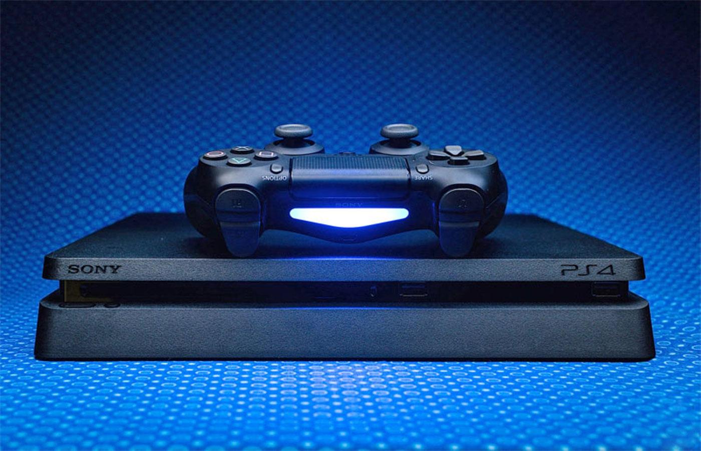 Konsola PS4 z padem Dualshock 4