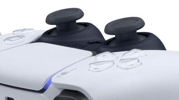 Zbliżenie na analogi kontrolera Dualsense na konsolę PS5