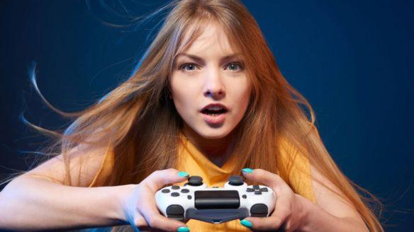 PS4 Dziewczyna grająca na PlayStation