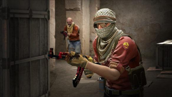 Dwójka terrorystów w grze CS:GO