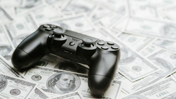 Pandemia zwiększa zarobki firm związanych z grami. Na grafice pad Dualshock 4