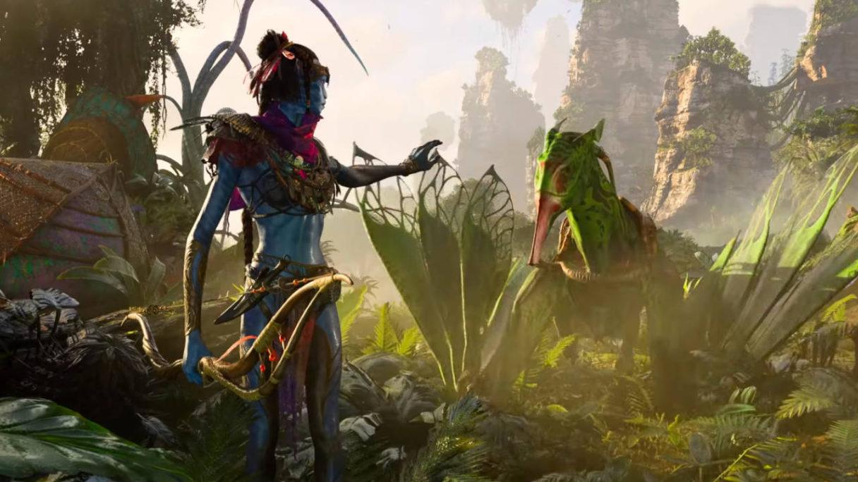 Avatar Frontiers of Pandora - niebieski kosmita wskazuje ręką w kierunku zielonego, latającego stwora