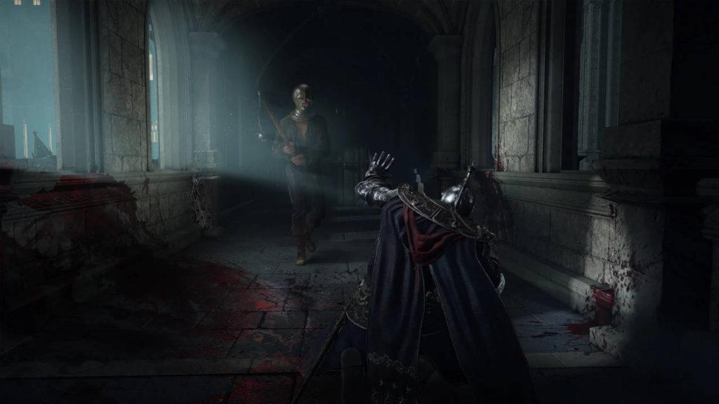 bohater Elden Ring klęka przed zamaskowanym przeciwnikiem z bronią