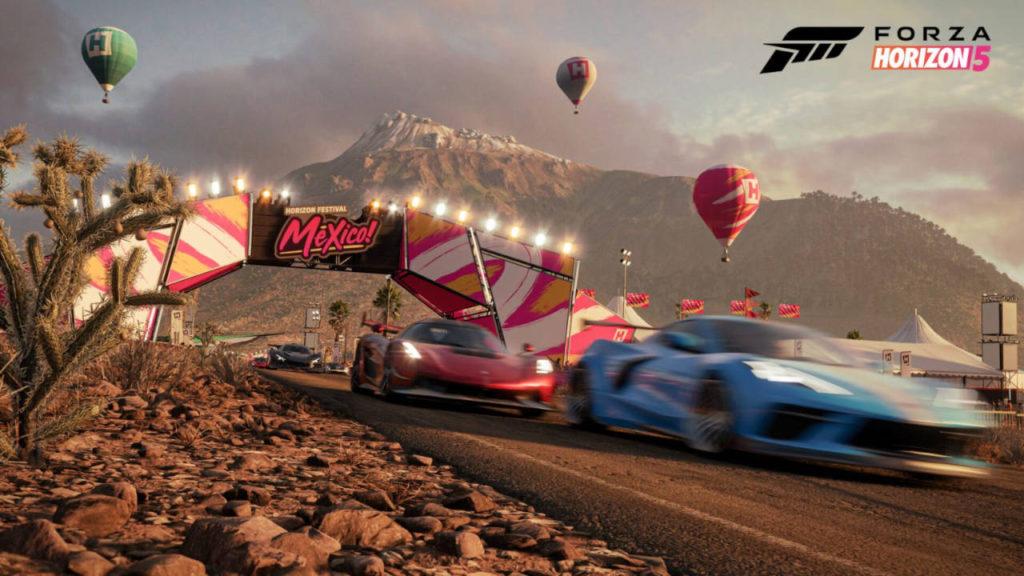 wyścig samochodów po pustyni na tle balonów