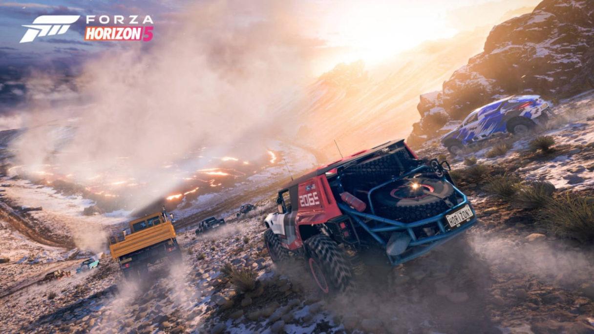 Forza Horizon 5 wyścig samochodów po pustyni na tle lawy