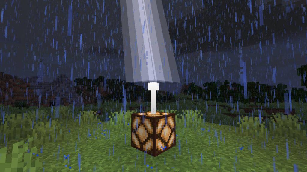Miedź w Minecraft - piorun uderzył w piorunochron i zasila w ten sposób lampę