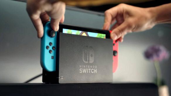 Nintendo Switch Pro - na zdjeciu zwykły Nintendo Switch wkładany do docka