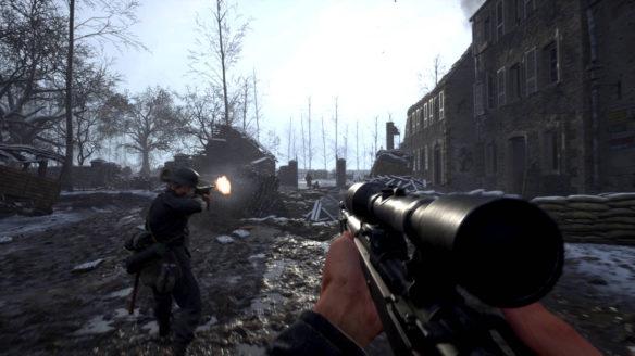 Hell Let Loose - żołnierze strzelają do wrogów w mieście