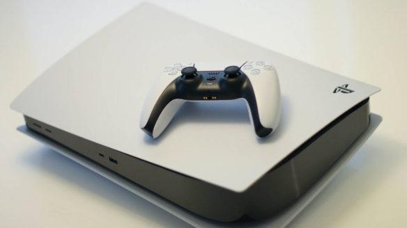 PS5 z kontrolerem DualSense