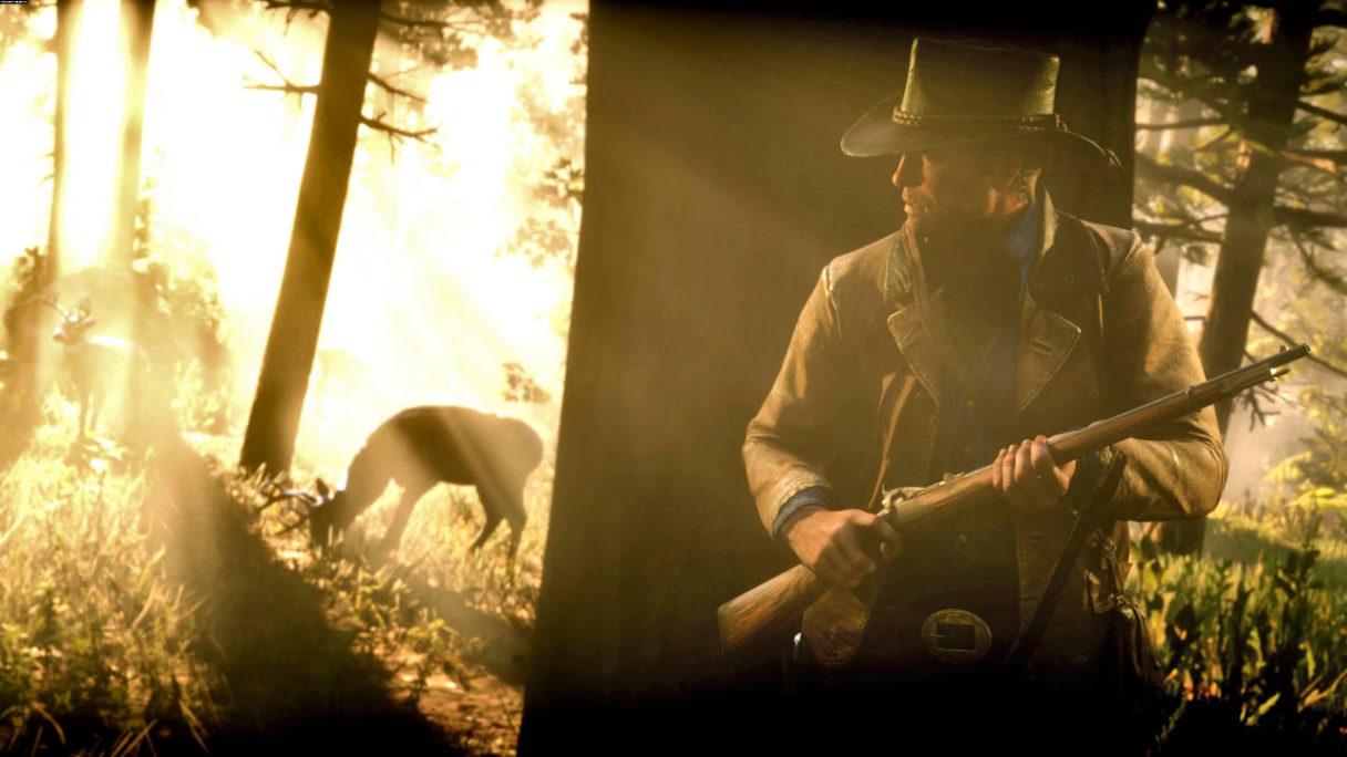 Red Dead Redemption 2 - bohater gry czai się za drzewem na zwierzynę