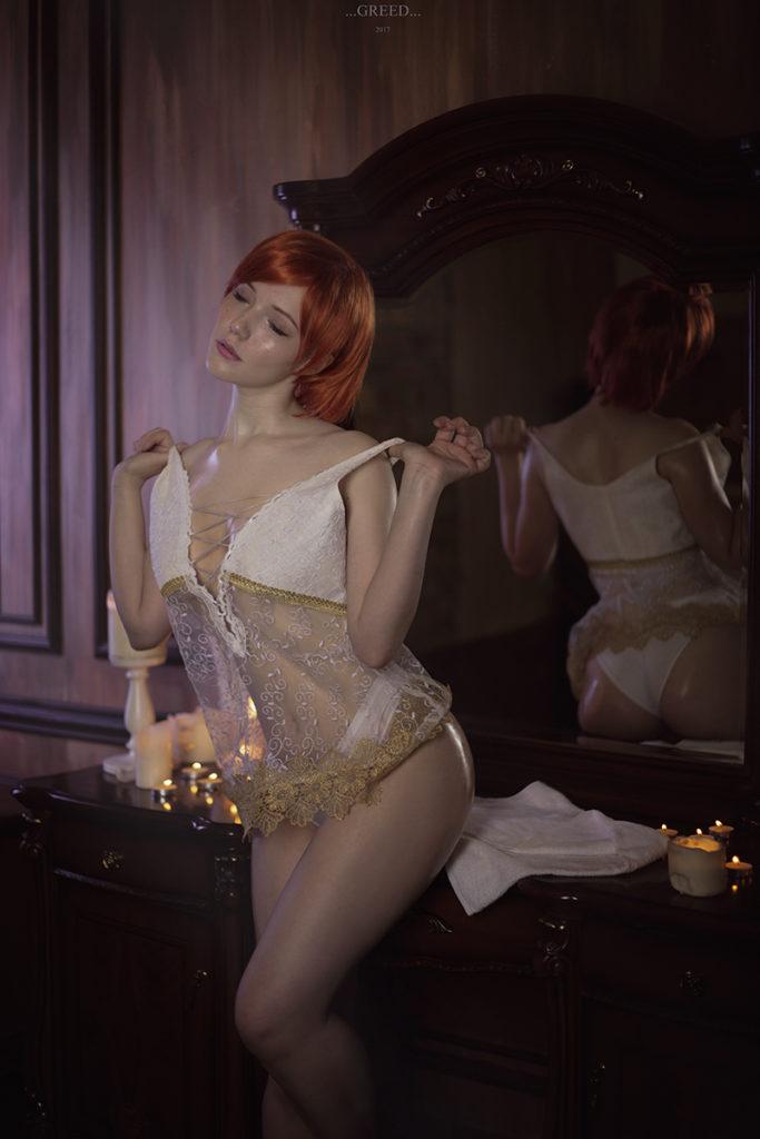 Wiedźmin 3 - Lady Lyumos jako Shani ściąga górną część bielizny