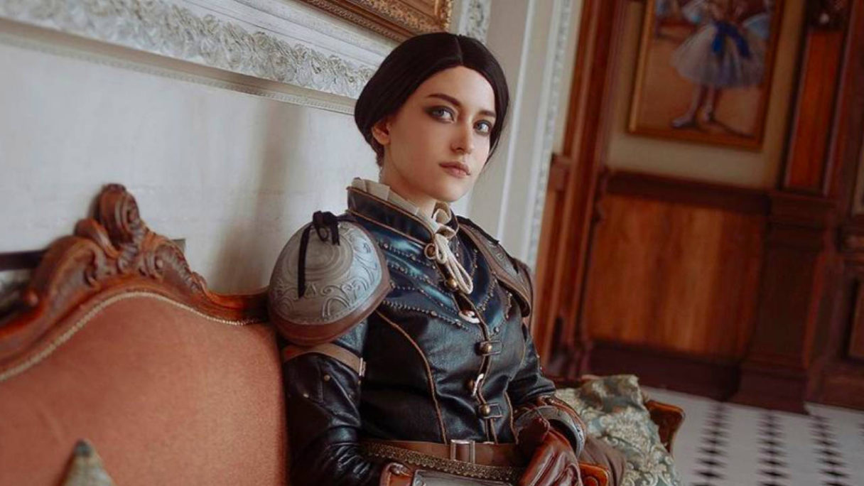 Wiedźmin 3 - cosplay Syanna na kanapie