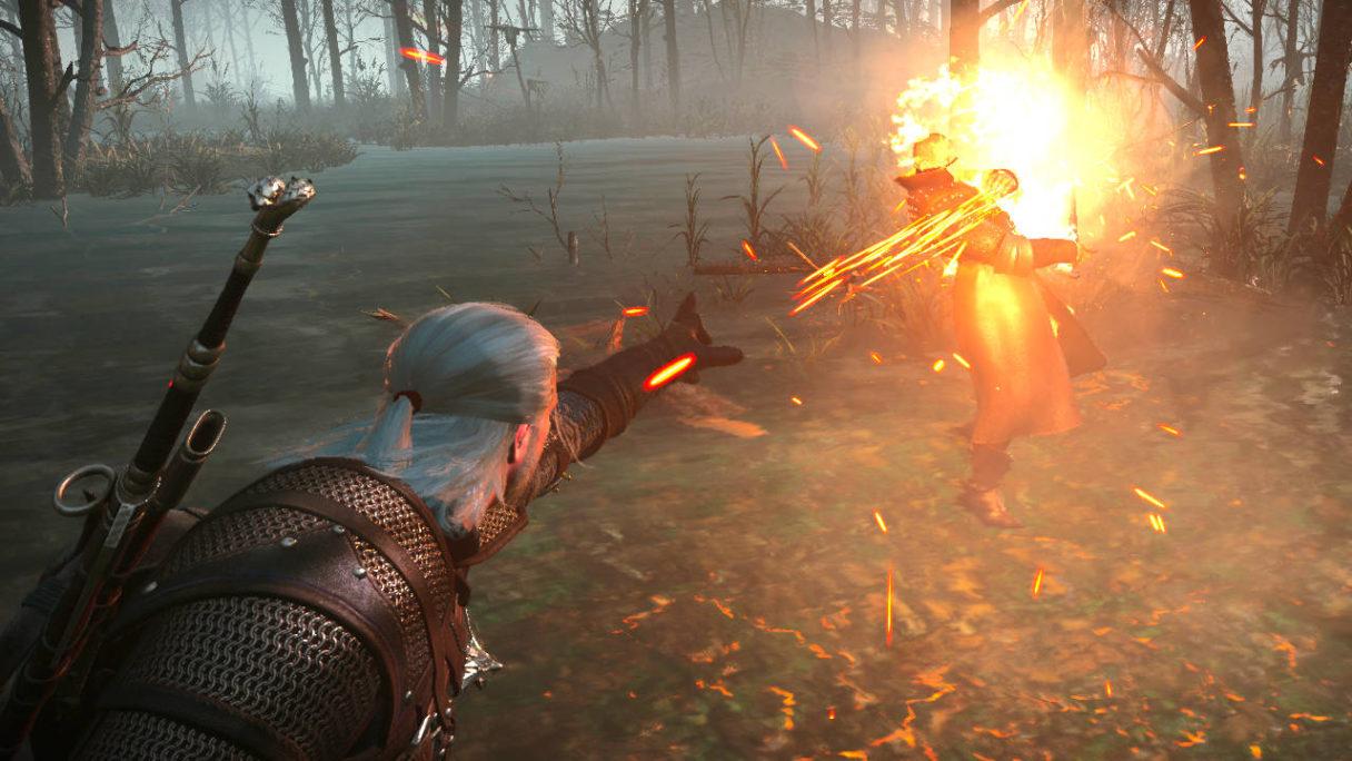 Wiedźmin 3 - Geralt podpala przeciwnika przy pomocy poprawionego Igni z modyfikacji
