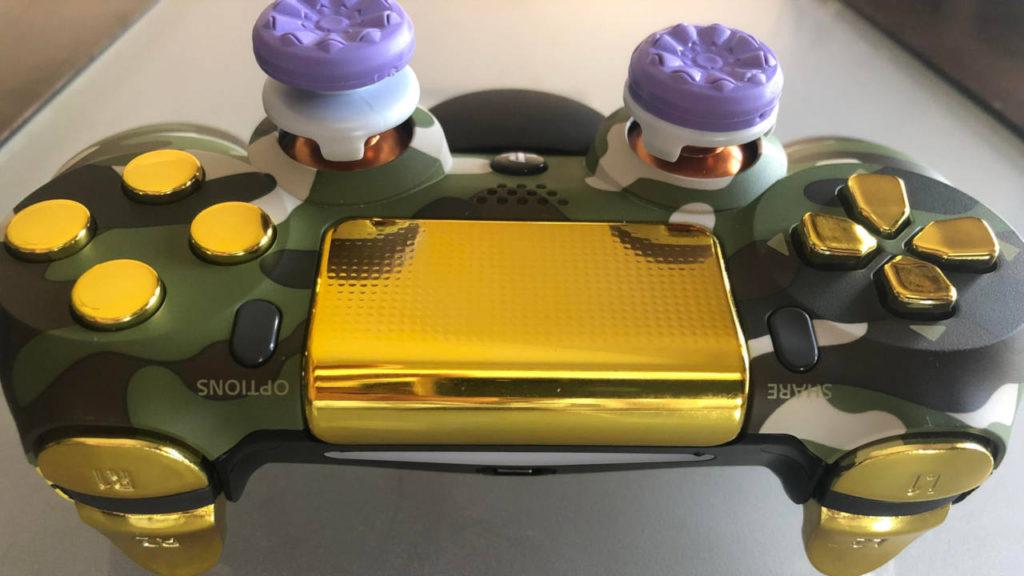 DualShock 4 - brzydki, kiczowaty kontroler od góry