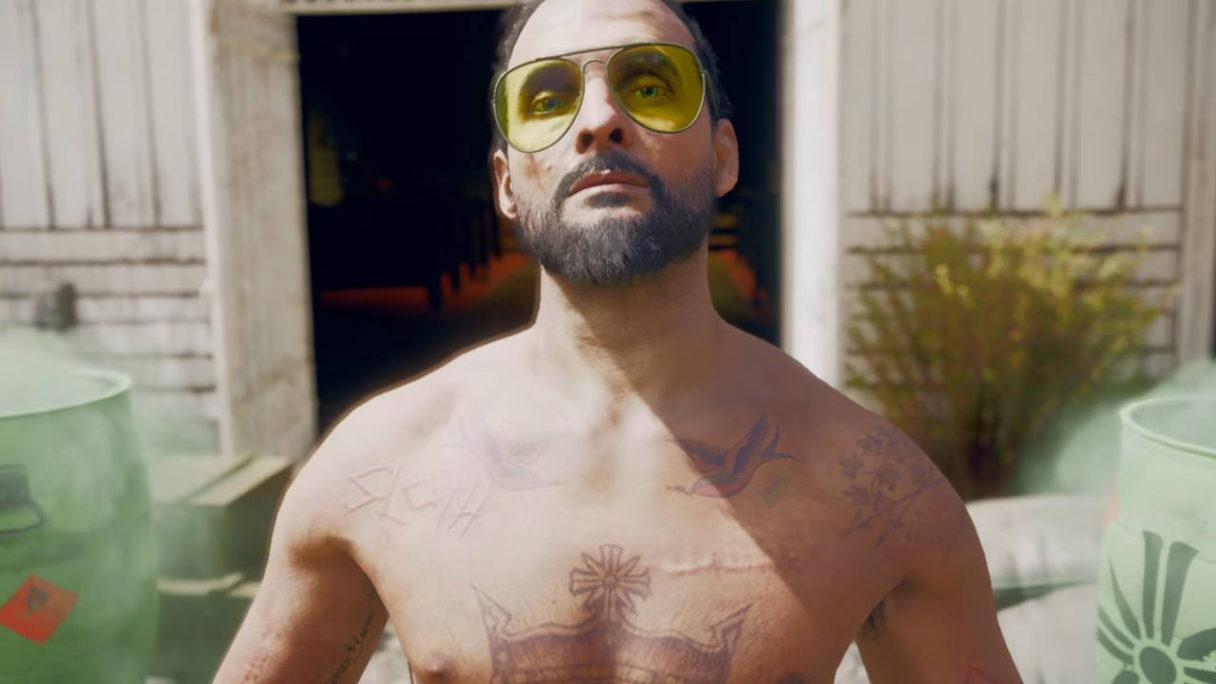 Far Cry 5 - Joseph Seed topless w żółtych okularach - zbliżenie na twarz