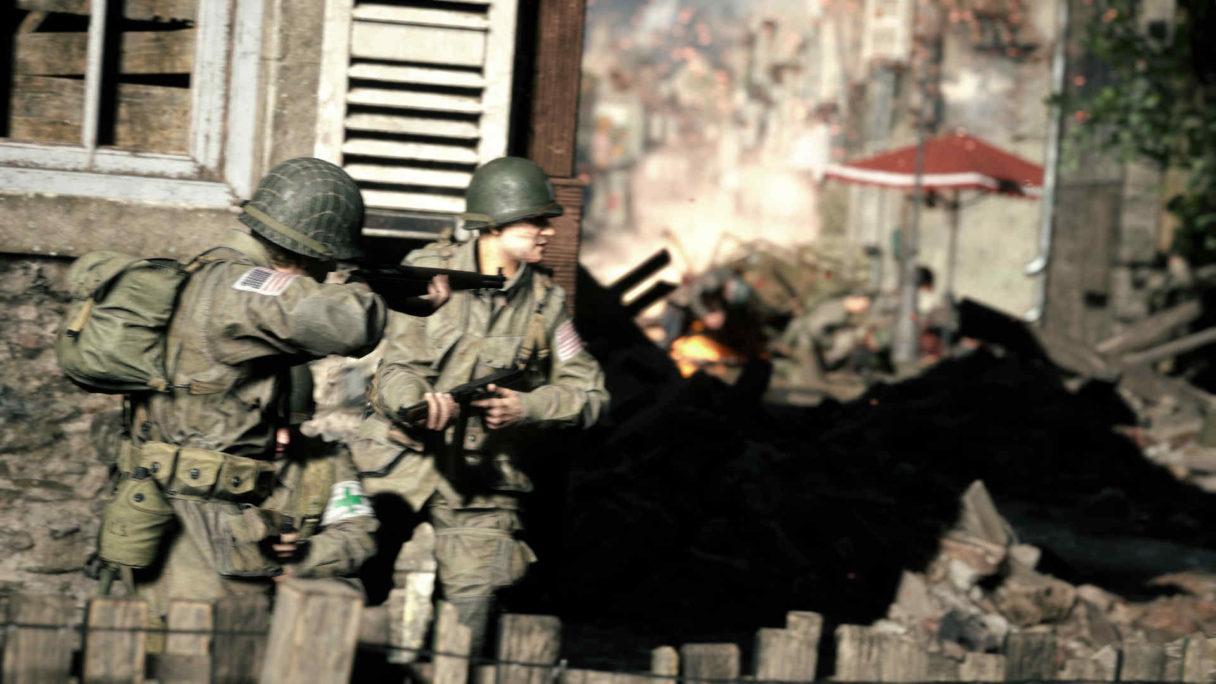 Amerykańscy żołnierze strzelają z karabinów.