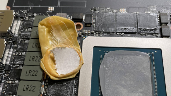 Karta graficzna Nvidia RTX 3090 z niespodzianką - wewnątrz odnaleziono rękawiczkę na palec
