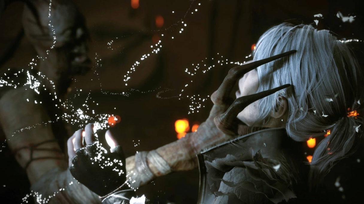 Nowe gry na PS5 - The Medium - stwór łapie za twarz główną bohaterkę gry