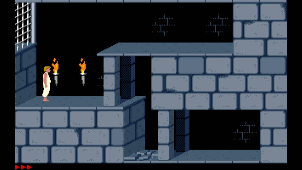 Chłop w białych szatach stoi w ciemnym zamku