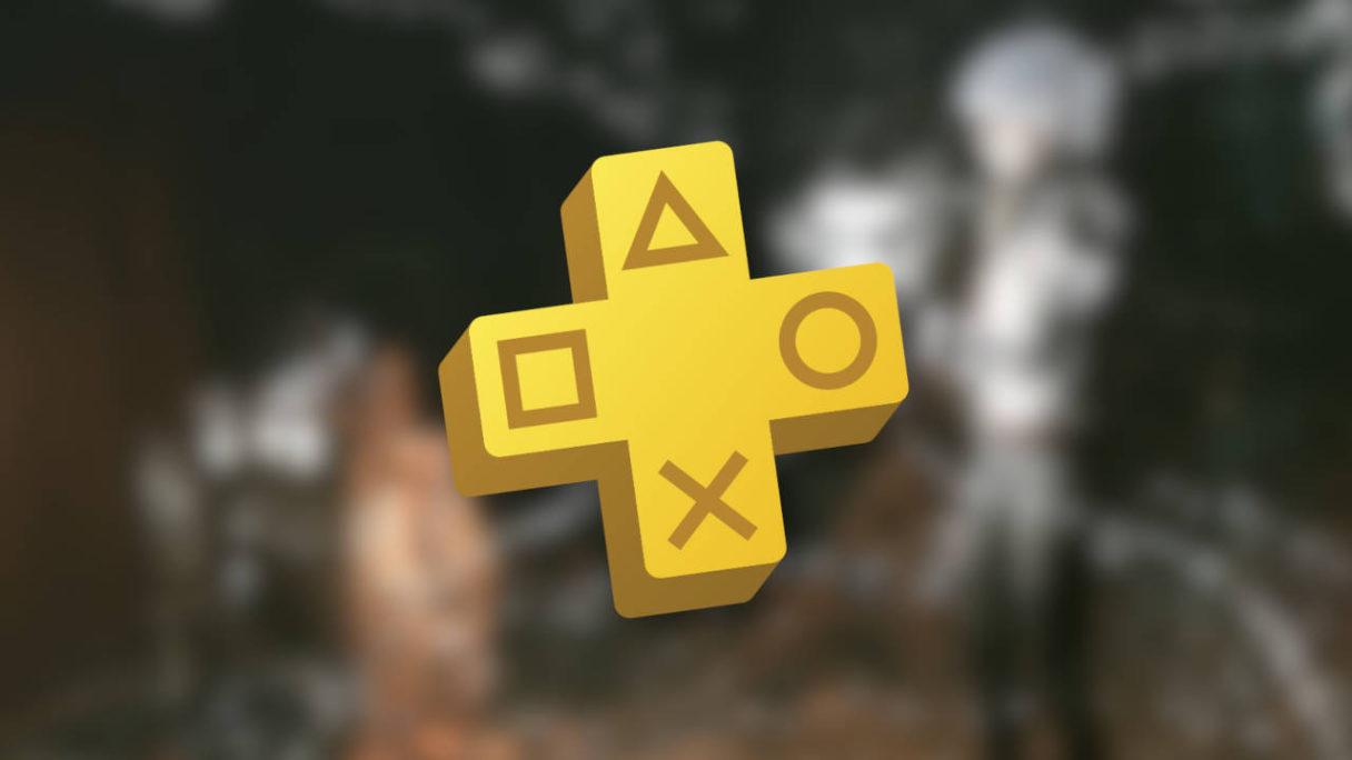 PS Plus wrzesień 2021 - logo oferty na tle rozmazanego screena z gry
