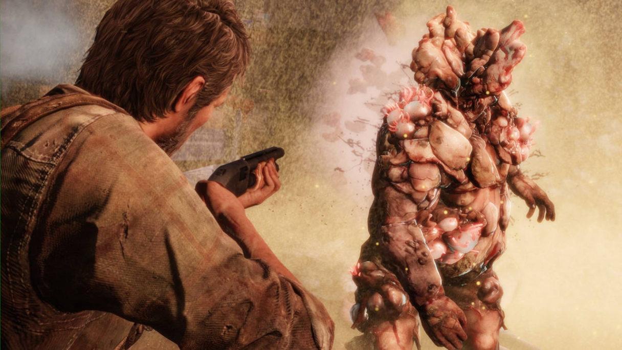 serial The Last of Us - Joel w pierwszej grze strzela do zmutowanego przeciwnika