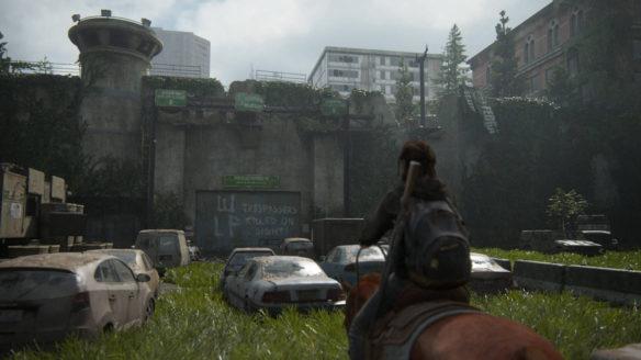 The Last of Us 2 - Ellie na koniu w mieście wśród roślinności i porzuconych samochodów