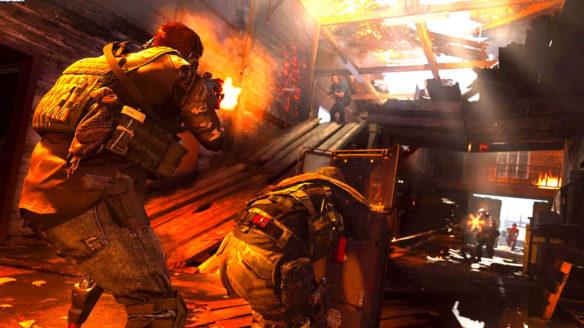 Call of Duty Modern Warfare 2019 - strzelanina w budynku, wszędzie pełno desek i ołowiu w powietrzu