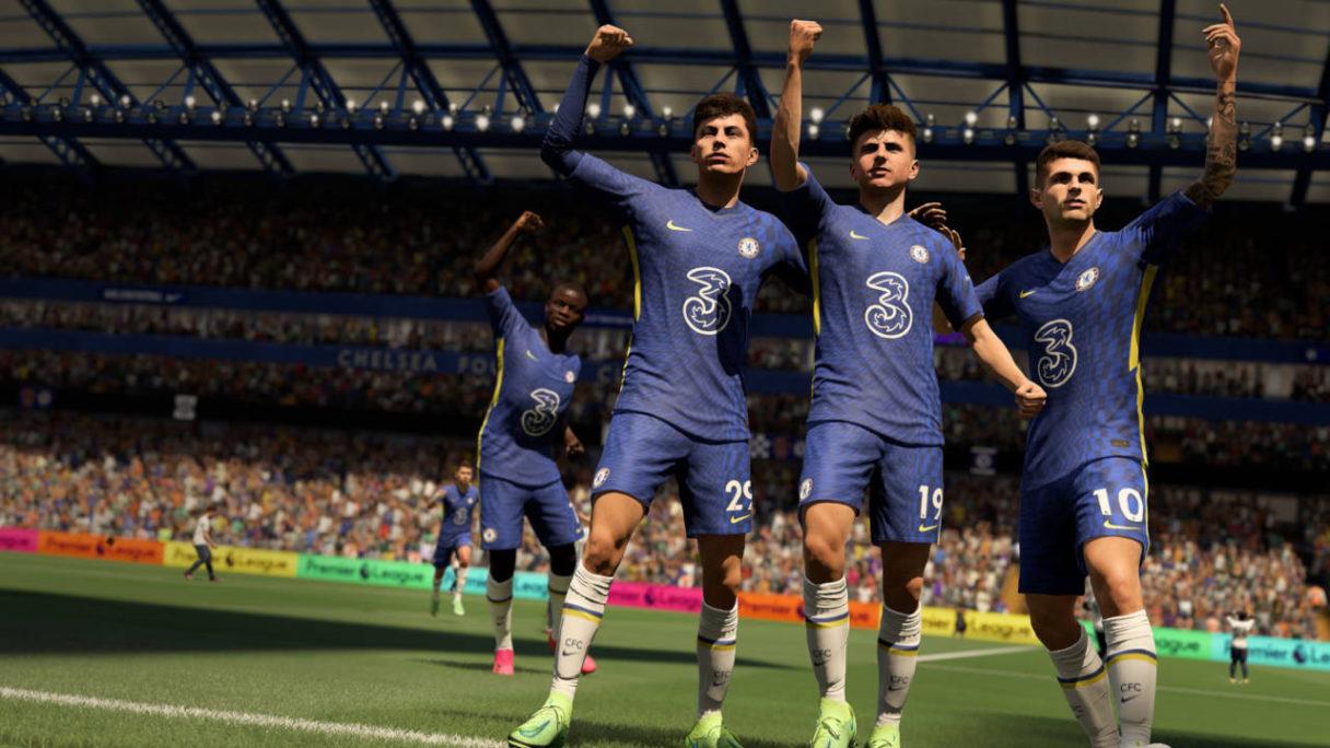 FIFA 22 - piłkarze cieszą się ze strzelonego gola - PG