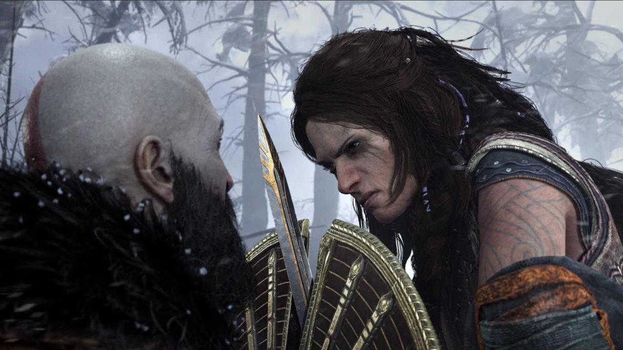 Kratos walczy z kobietą.
