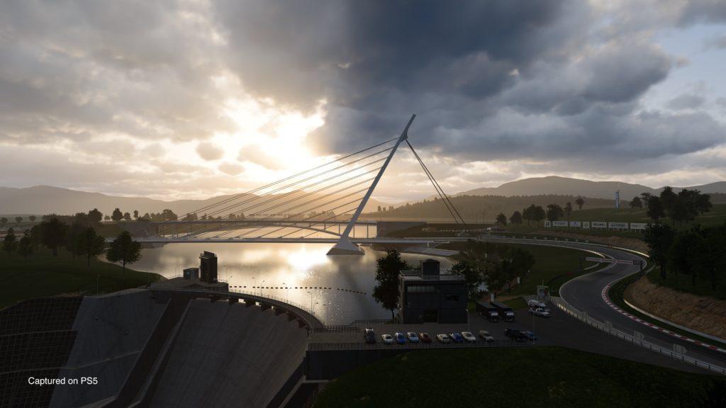wieczorna pora, kadr na jezioro i most