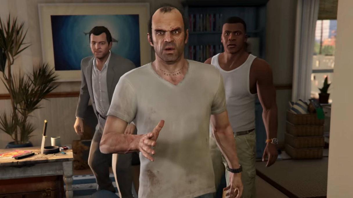 GTA V - Trevor, Michael, Franklin idą przez mieszkanie i mają zdziwione miny