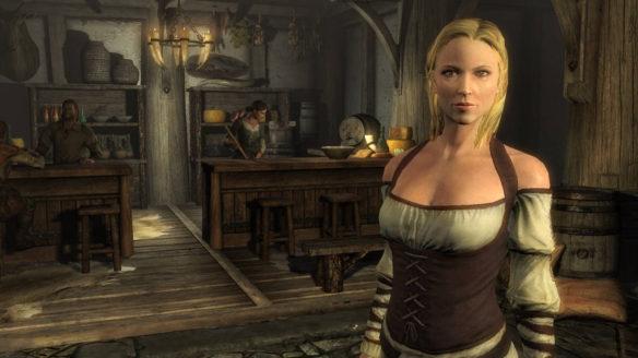 Kobieta o blond włosach stoi w karczmie.