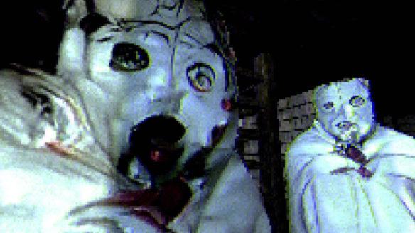 ToruTaru - zbliżenie na dwa duchy z gry w maskach - PG