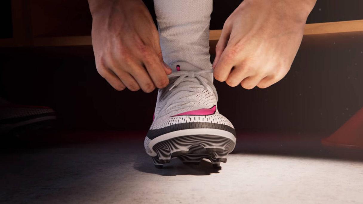 UFL - piłkarz wiąże but przed wejściem na boisko - PG